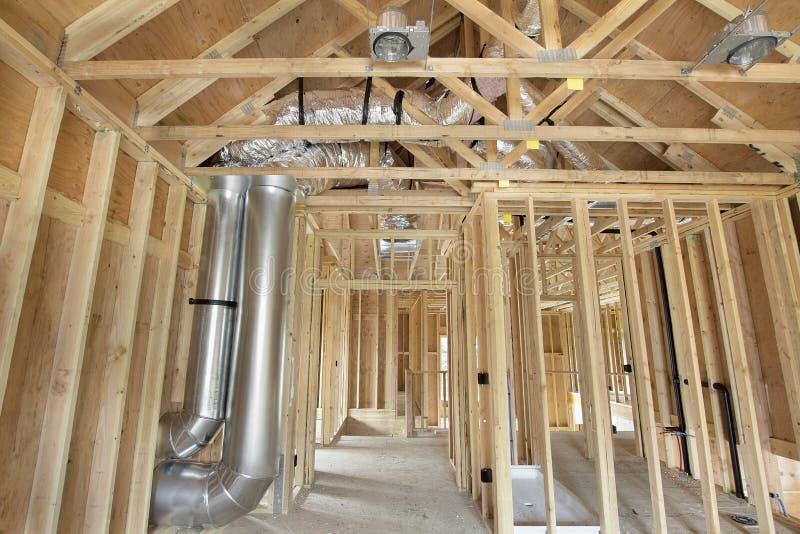 Nuova costruzione domestica incorniciata con i perni di legno fotografie stock