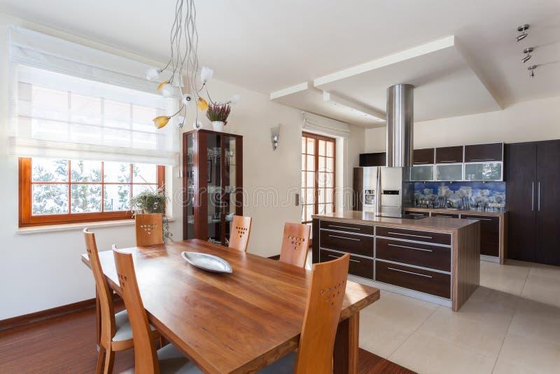 Nuova Cucina Di Casa Di Classe Immagine Stock - Immagine: 33947935
