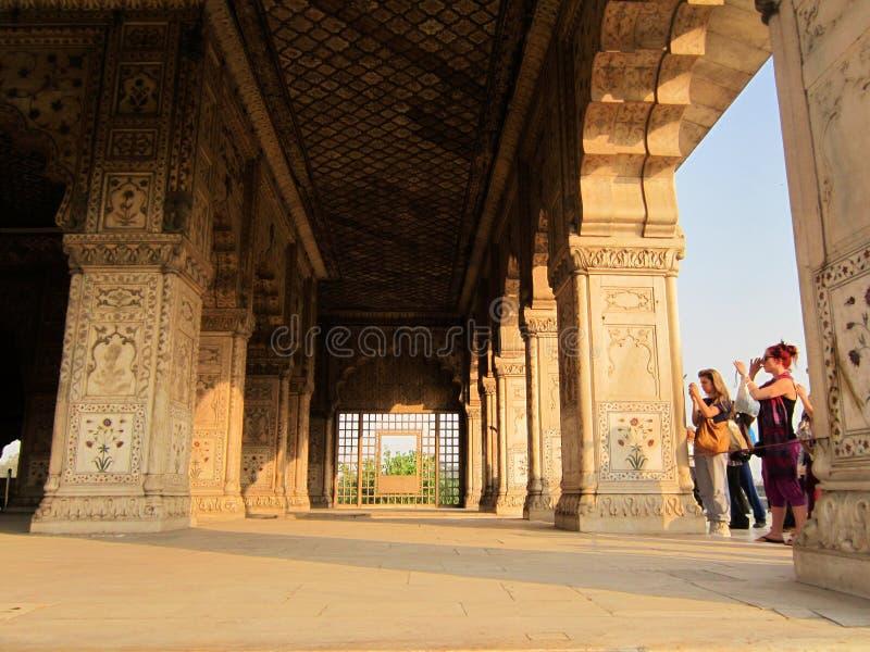 Nuova Delhi, India - gennaio 2019: Dentro la vista della fortificazione rossa fotografie stock libere da diritti