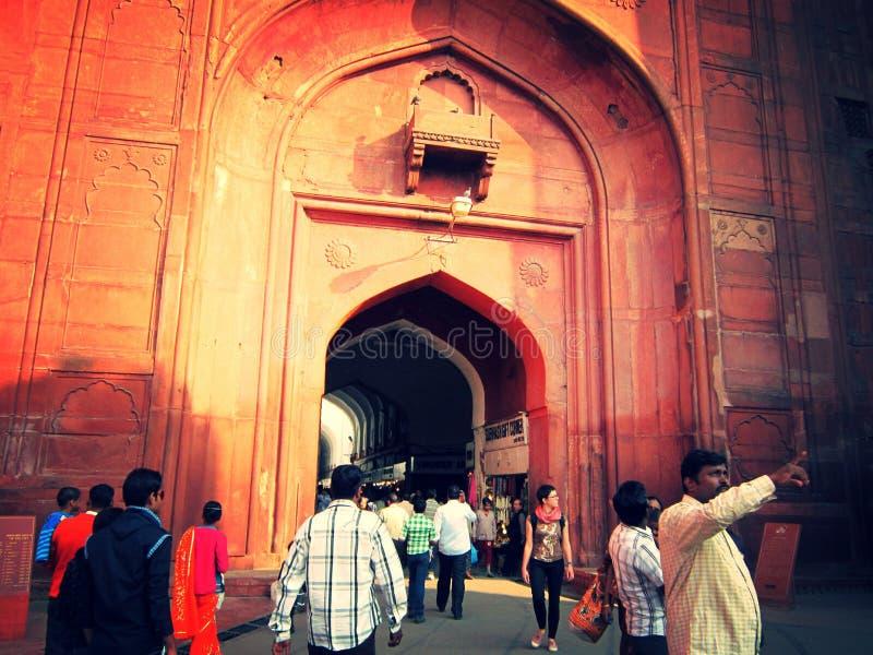 Nuova Delhi, India - gennaio 2019: Vista frontale della fortificazione rossa fotografia stock libera da diritti