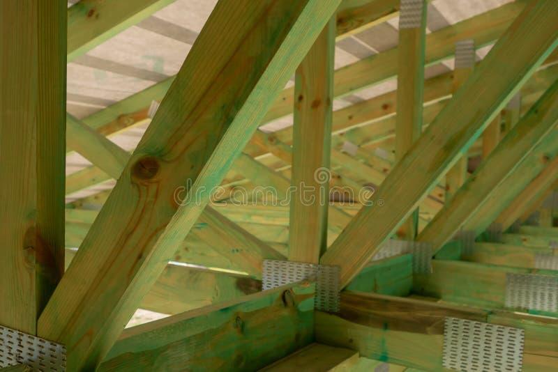 Nuova inquadratura della casa dell'edilizia residenziale contro un cielo soleggiato Fuoco locale immagini stock