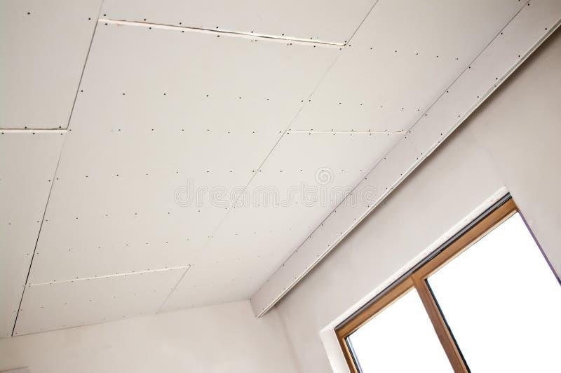 Nuova installazione del soffitto fotografia stock