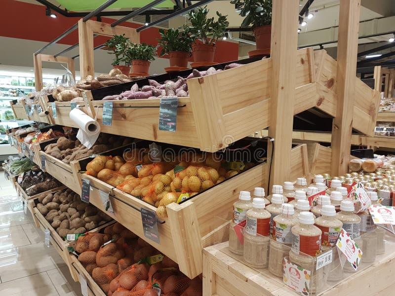 Nuova Jaya Grocer Store al da: uomini USJ fotografie stock