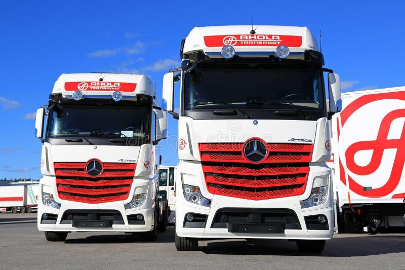 Nuova Mercedes-Benz Actros Cargo Trucks di trasporto di Ahola immagini stock