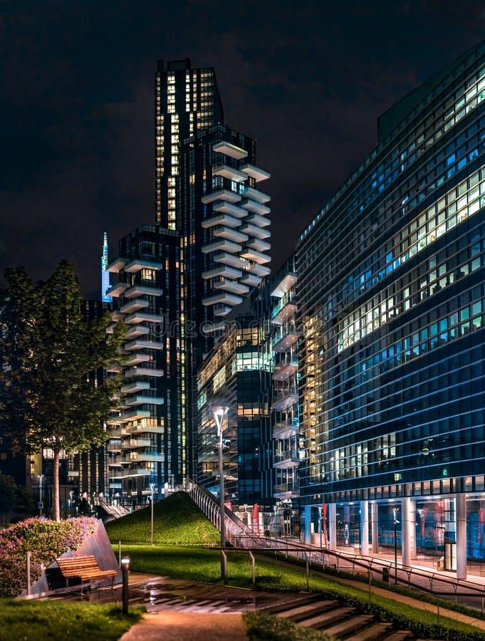 Nuova Milano di notte fotografia stock libera da diritti