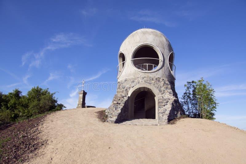 Nuova piccola torre pubblica moderna Ruzenka dell'allerta vicino a Hrensko e a Decin, repubblica Ceca, Europa fotografia stock