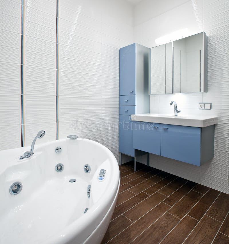 Nuova stanza da bagno moderna immagini stock