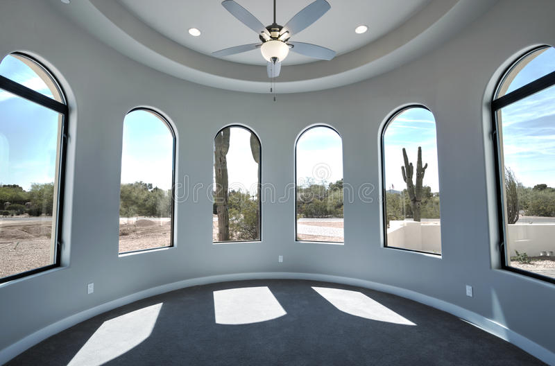 Nuova stanza domestica moderna del palazzo fotografia stock libera da diritti