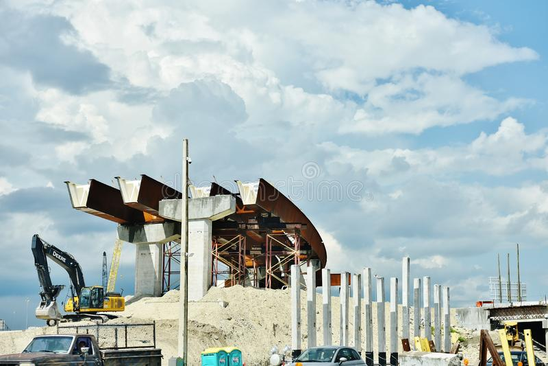 Nuova strada principale S.U.A. della costruzione in corso immagine stock