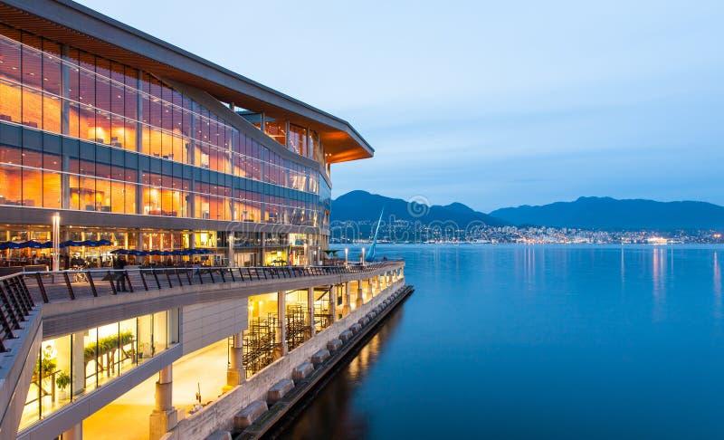 Nuova, Vancouver moderna Convention Center all'alba fotografia stock