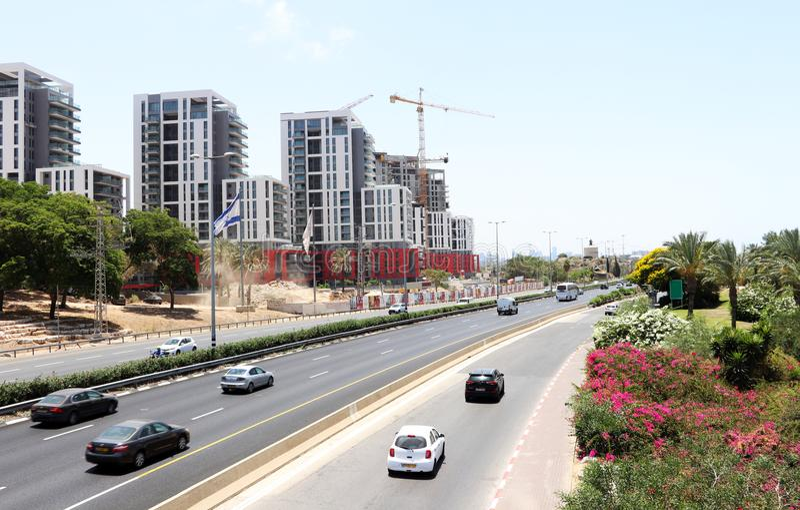 Nuove costruzioni a Herzliya, Israele, il 3 luglio 2018 immagini stock libere da diritti