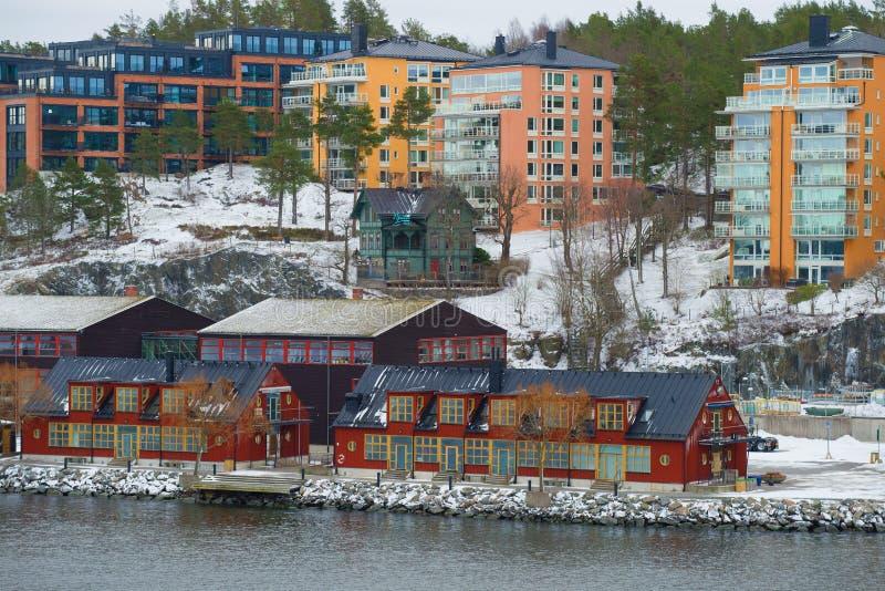 Nuove zone residenziali moderne di Stoccolma su un pomeriggio di marzo immagini stock