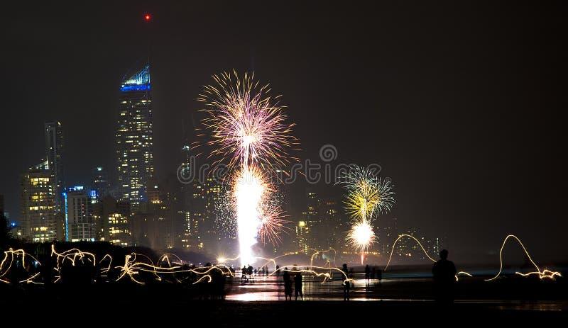 Nuovi anni di Eve Fireworks - la Gold Coast fotografia stock