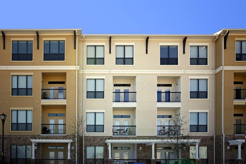 Appartamenti di lusso moderni (condominio) fotografia stock