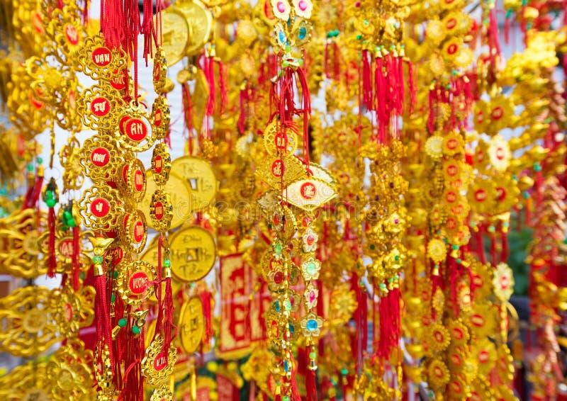 Nuovo anno di Tet nelle decorazioni di rosso dell'oro del Vietnam immagini stock