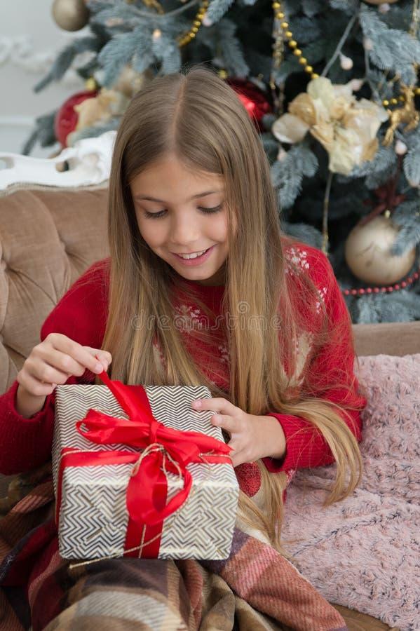 Nuovo anno nuovo me Nuovo anno felice Inverno Albero di Natale e presente acquisto online di natale Festa della famiglia La matti fotografia stock