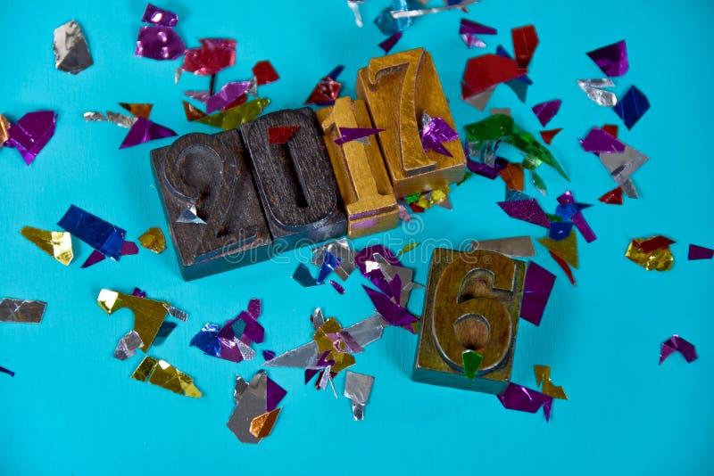 Nuovo anno 2017 nel tipo di legno dello scritto tipografico fotografia stock libera da diritti