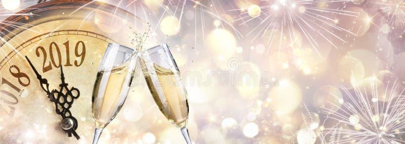 Nuovo anno 2019 - pane tostato con Champagne fotografia stock libera da diritti