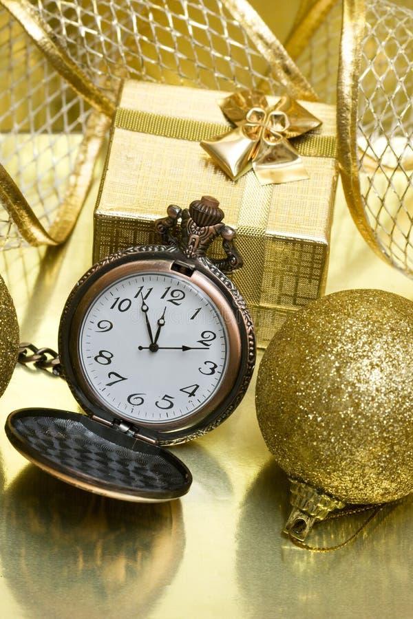 Nuovo anno sull'orologio dorato fotografia stock libera da diritti