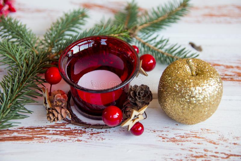 Nuovo anno Supporto di candela decorato rosso di Natale Decorazioni dell'albero di Natale fotografia stock