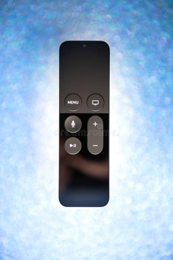 Nuovo Apple la TV 4k a distanza ha isolato il fondo di festa della scintilla fotografie stock libere da diritti
