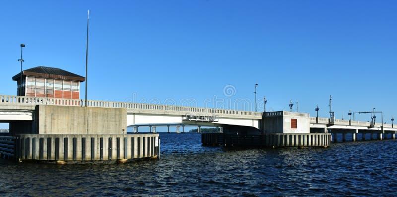 Nuovo Bern Draw Bridge, Nord Carolina, U.S.A. immagini stock libere da diritti