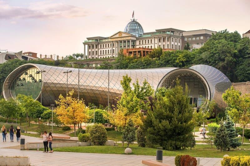 Nuovo centro culturale e palazzo presidenziale a Tbilisi, Georgia fotografie stock libere da diritti