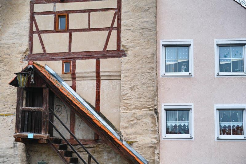 Nuovo combinato della facciata della casa vecchio fotografia stock