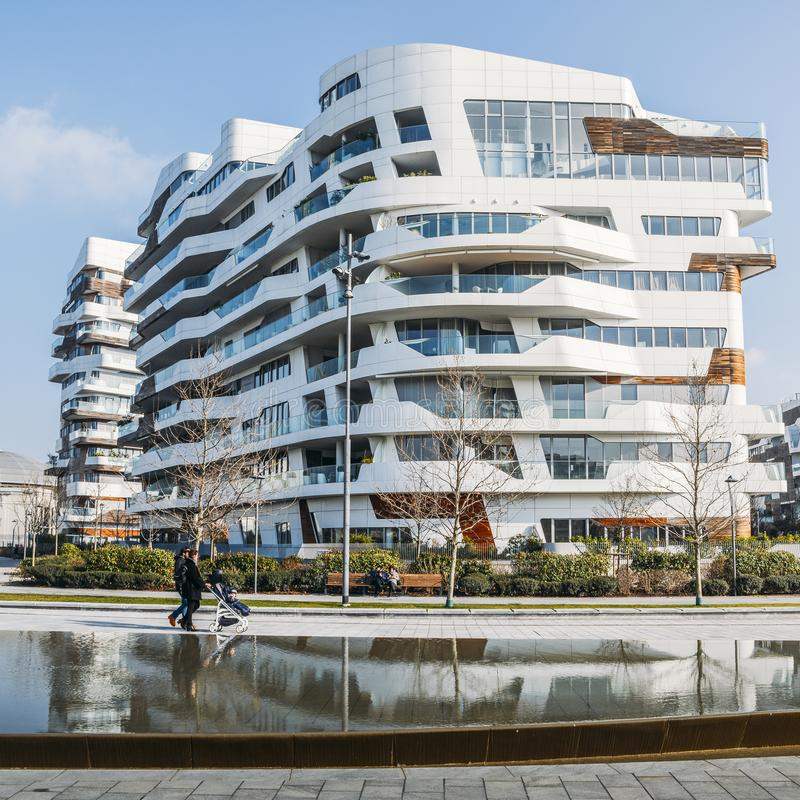 Nuovo distretto di CityLife a Milano con le costruzioni residenziali e corporative moderne e lussuose Residenze di Hadid immagine stock