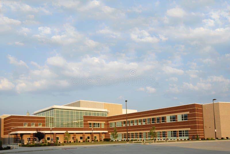 Nuovo edificio scolastico immagini stock libere da diritti