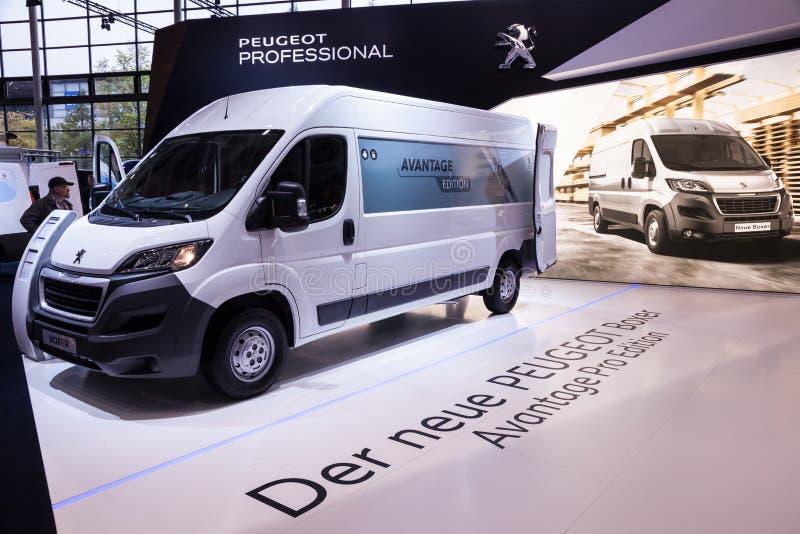 Nuovo furgone del pugile di Peugeot fotografia stock