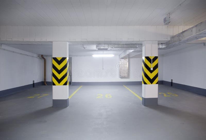 Nuovo garage vuoto immagine stock immagine di residenza for Laboratorio di garage domestico