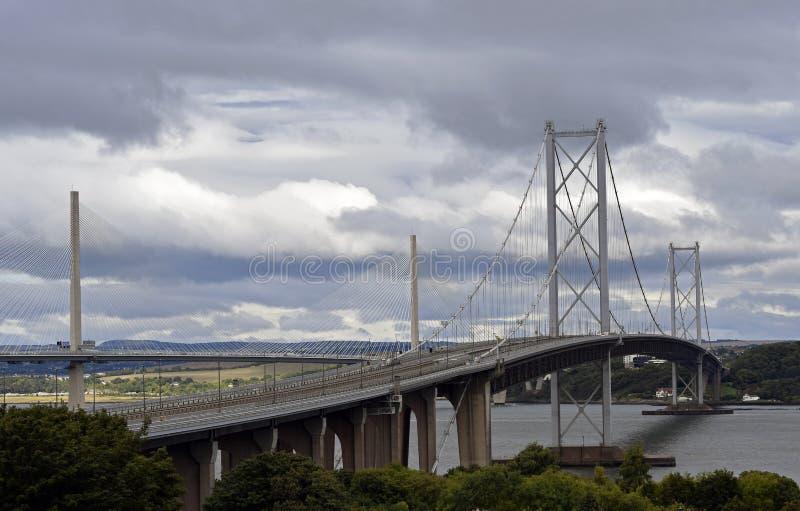 Nuovo incrocio di Queensferry e più vecchio avanti ponte della strada immagine stock libera da diritti