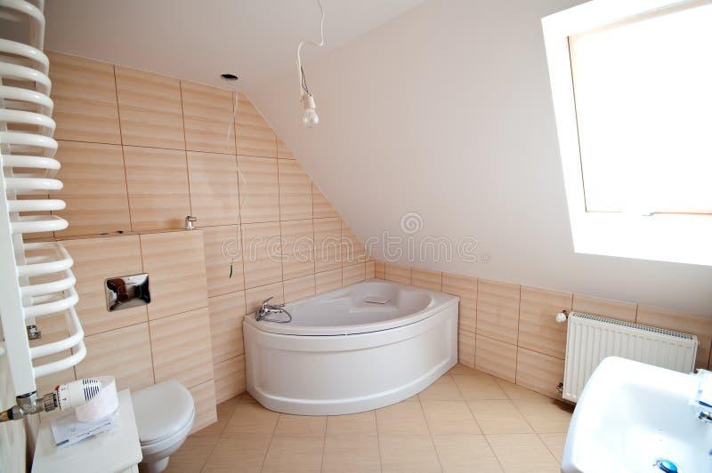 Nuovo interiore della stanza da bagno fotografia stock libera da diritti