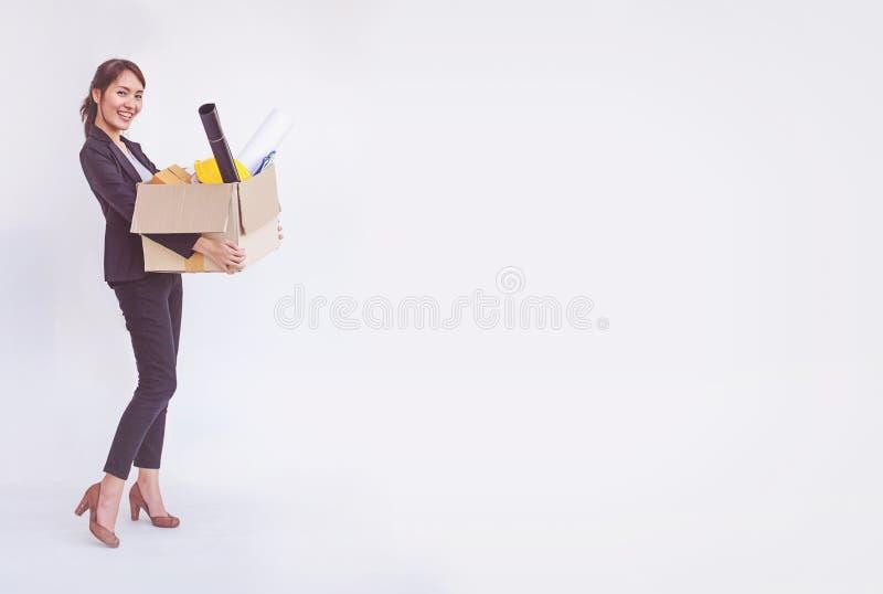 Nuovo lavoro sorridente felice della donna di affari asiatica immagine stock