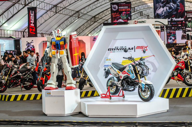 Nuovo modello di HONDA GUNDUM dal fumetto nel FESTIVAL 2014 della MOTOCICLETTA di BANGKOK fotografia stock libera da diritti