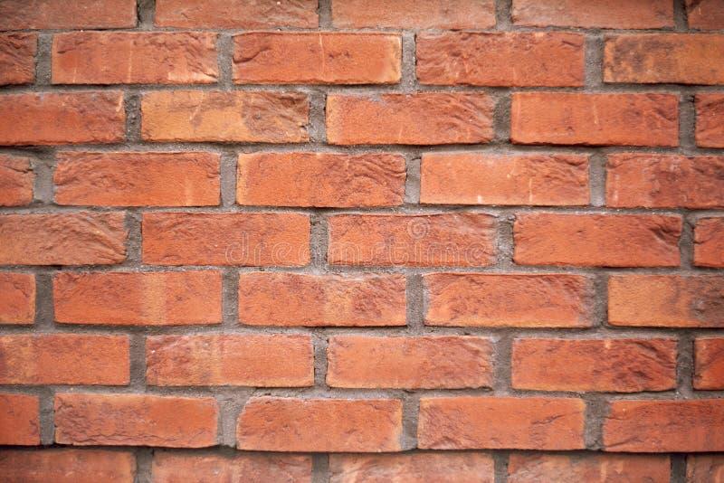Nuovo muro di mattoni Lerciume dilapidato d'annata del muro di mattoni del cemento Fondo rosso di struttura del cemento del muro  illustrazione di stock