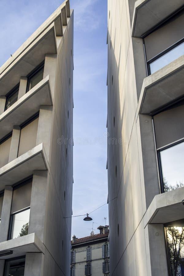 Nuovo palazzo di Feltrinelli a Milano fotografia stock libera da diritti