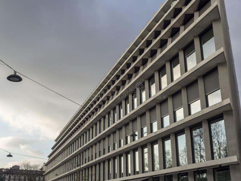Nuovo palazzo di Feltrinelli a Milano immagine stock libera da diritti