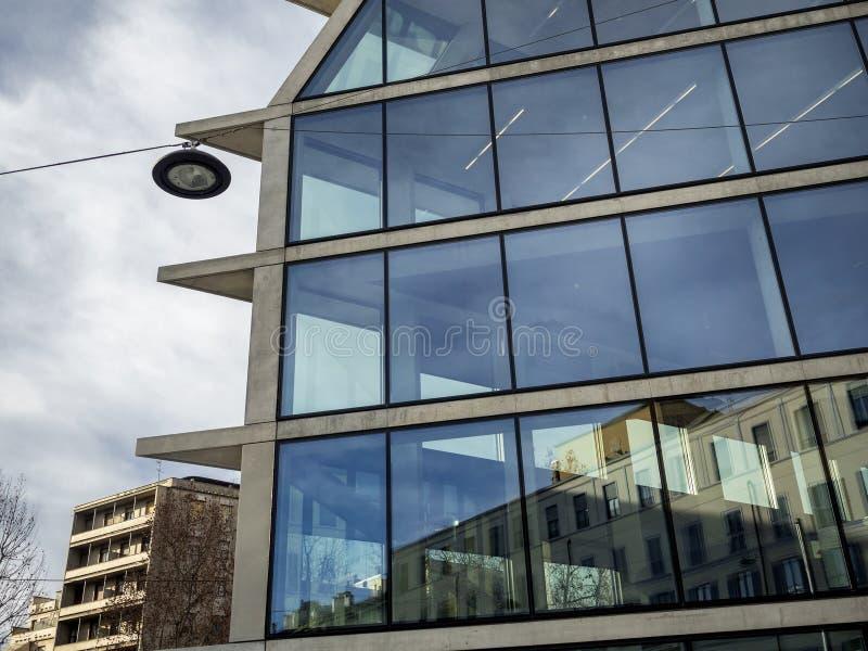 Nuovo palazzo di Feltrinelli a Milano immagini stock