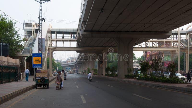 Nuovo servizio di trasporto nel Pakistan, ponte sopraelevato fotografie stock libere da diritti