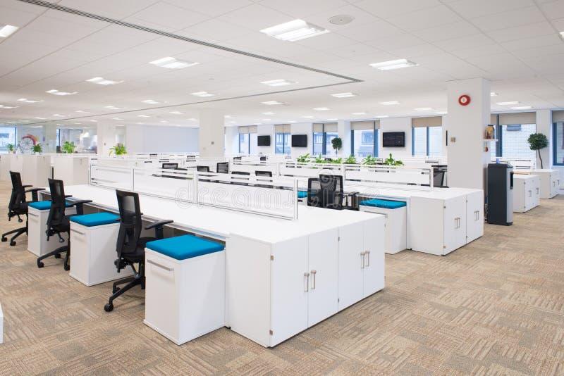Ufficio Nuovo Xl : Nuovo ufficio vuoto fotografia stock. immagine di corporativo 60215826