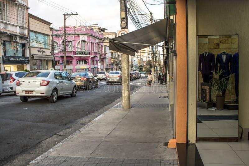 Nuptiale et épousant des magasins d'articles dans la rue traditionnelle de Caetano de sao, image libre de droits