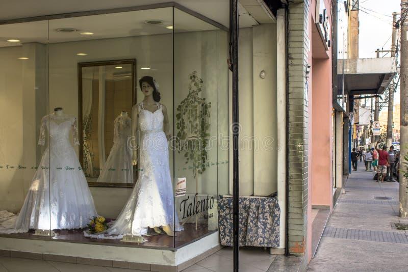 Nuptiale et épousant des magasins d'articles dans la rue traditionnelle de Caetano de sao, photo stock