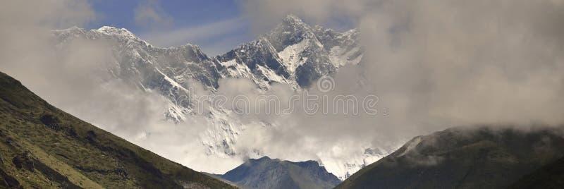 Nuptse,洛子峰,从尼泊尔的珠穆琅玛全景  免版税库存照片