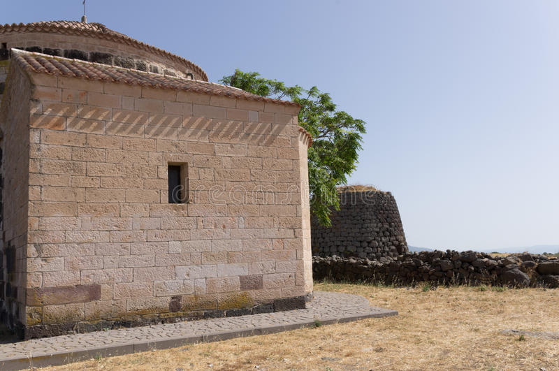Nuraghe και εκκλησία στοκ φωτογραφίες με δικαίωμα ελεύθερης χρήσης