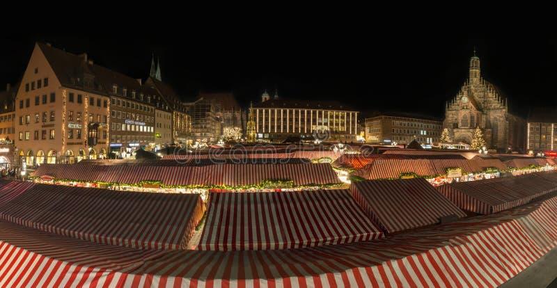 NUREMBERG, ALEMANIA - 7 de diciembre de 2017: Panorama del Christm fotografía de archivo
