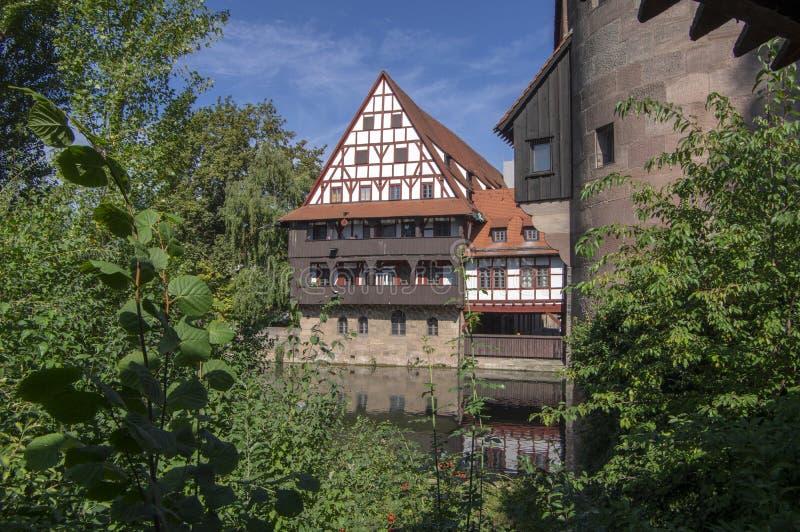 Nuremberg/ALEMANIA - 17 de septiembre de 2018: Weinstadel uno de la parte más pintoresca de Nuremberg fotos de archivo