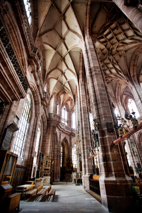 NUREMBERG, ALLEMAGNE - 20 JUIN : Intérieur d'église de St Lorenz (St Lawrence) image libre de droits