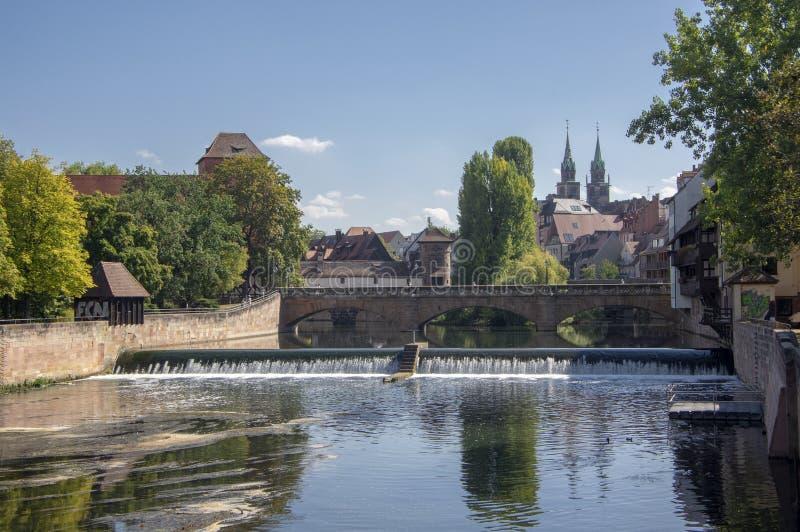 Nuremberg/ALLEMAGNE - 17 septembre 2018 : Vue pittoresque de rivi?re Pegnitz ? Nuremberg avec des r?flexions de l'eau photos libres de droits